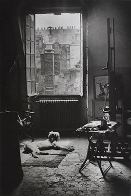 <em>Atelier de Picasso, Rue des Grands-Augustins son Chien Kasbezk</em>, 1944<br>Gelatin silver print